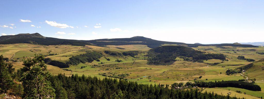 Vue sur les narces de Chaudeyrolles et le mont Mézenc