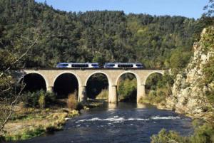 GRP gorges Loire sauvage chemin monistrol-sur-loire TER sur viaduc