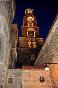 le chemin de saint regis GR 430 - cathédrale du puy en velay