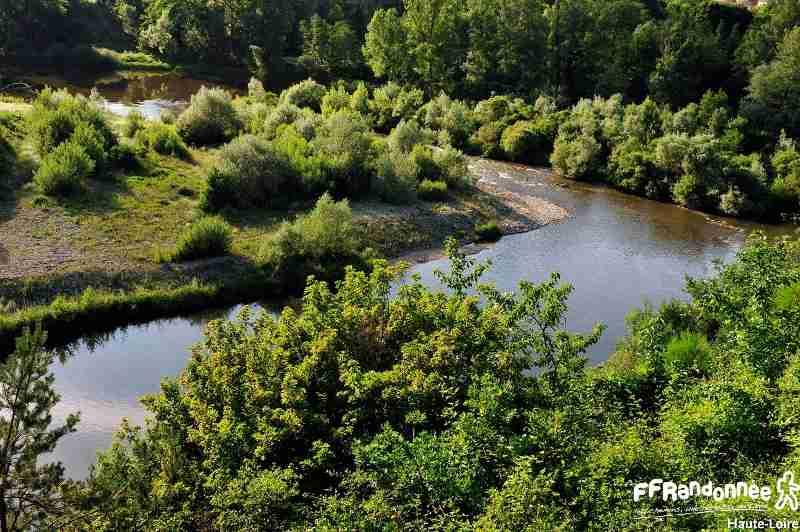 http://www.rando-hauteloire.fr/wp-content/uploads/photo-gallery/GR_3_ET_3F/sentier_de_la_Loire_GR_3_%C3%A0_Retournac_bord_de_Loire.jpg