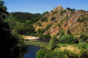 tour des volcans du velay GR 40 goudet chateau beaufort et Loire-1200x800