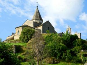 Eglise de Saint Julien Chapteuil, sur le chemin de Compostelle de Genève au Puy-en-Velay