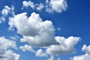Quelques nuages cumulus...