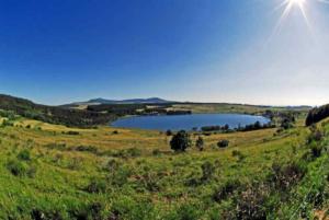 Vue sur le lac de saint front et le mézenc-800x536