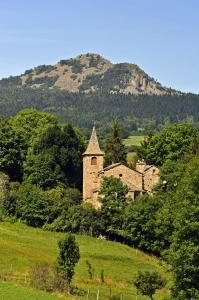 MAZET-SAINT-VOY - Pic du Lizieux et chapelle Saint Voy © Chris Bertholet-798x1200