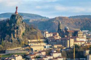la haute-loire a pied Le Puy-en-Velay-800x532